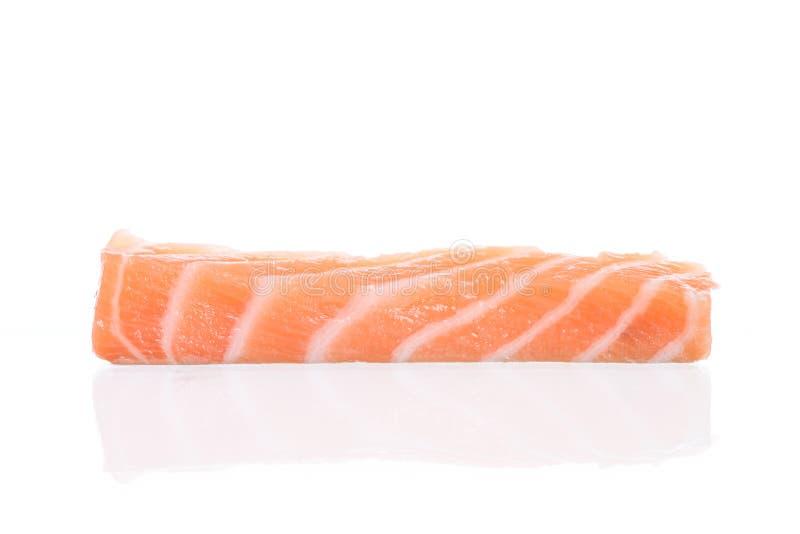 Poissons saumonés crus frais d'isolement sur un blanc image stock