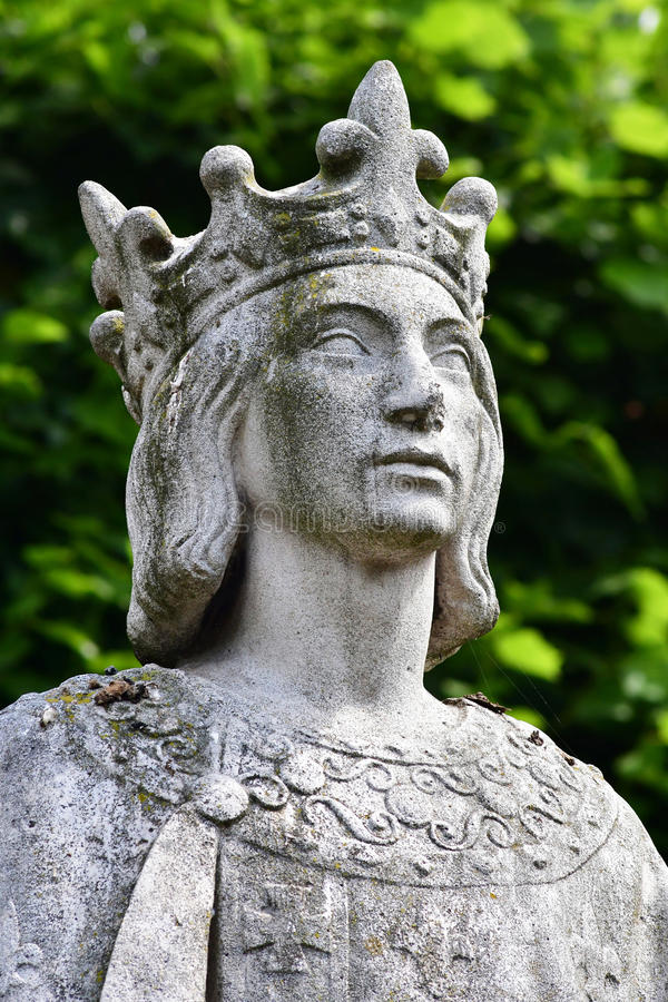 Poissy, Francia - 6 de agosto de 2016: la estatua del rey Saint L fotografía de archivo libre de regalías