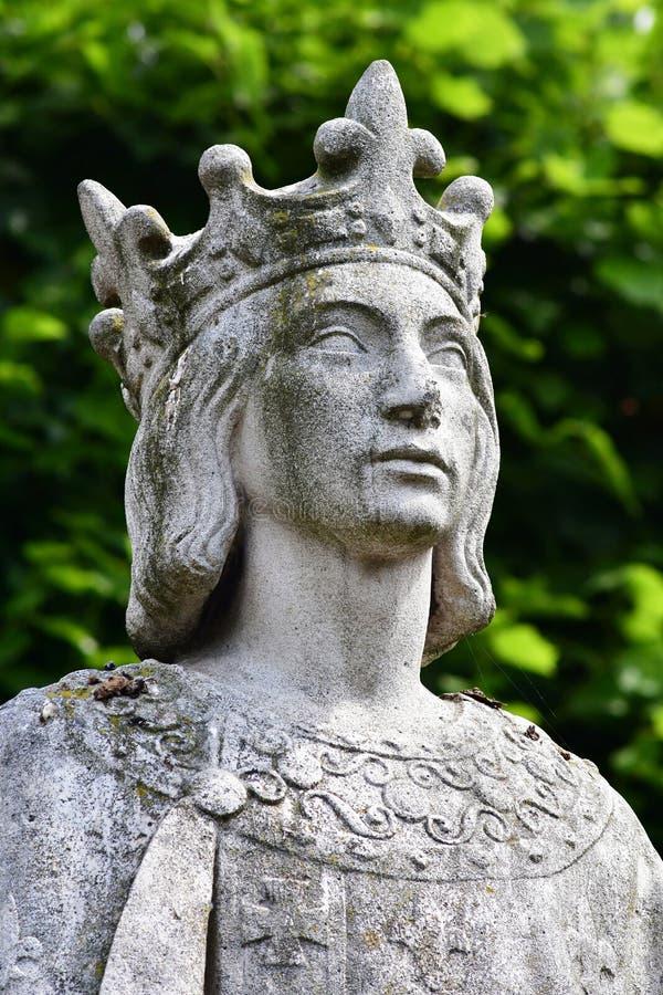 Poissy, Francia - 6 de agosto de 2016: la estatua del rey Saint L fotos de archivo libres de regalías