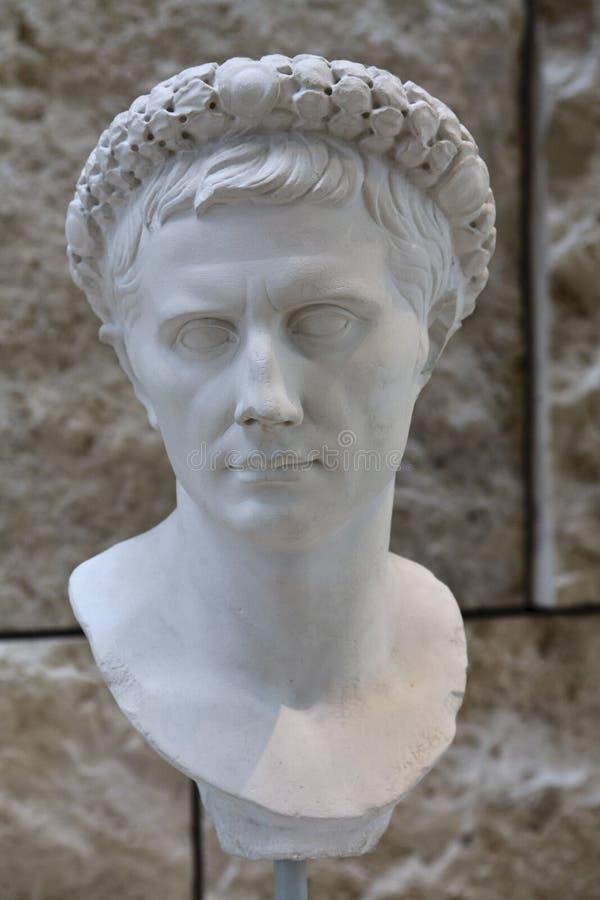 Poitrine romaine de marbre blanche images stock