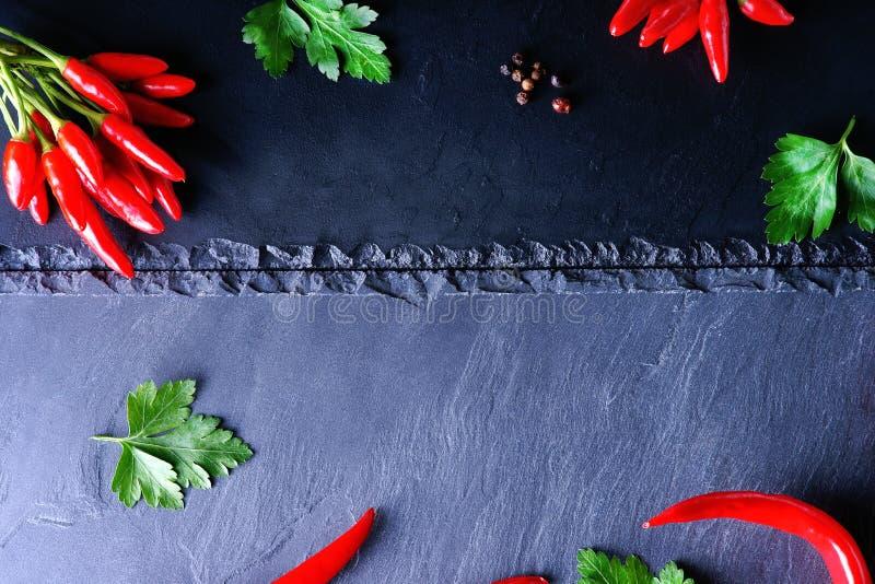 Poivre et persil de piment d'un rouge ardent photos libres de droits