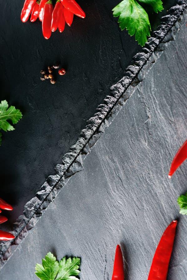 Poivre et persil de piment d'un rouge ardent photos stock