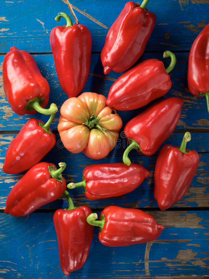 Poivre et tomate organiques rouges photos libres de droits