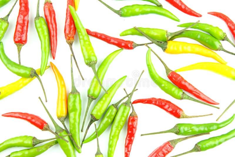 Poivrons de piment tha?landais color?s frais d'isolement sur une texture blanche de fond de nourriture de fond photos stock