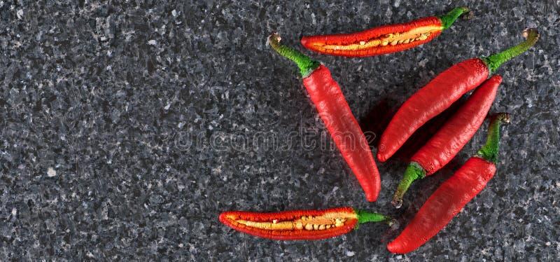 Poivrons de piments d'un rouge ardent réalistes illustration de vecteur