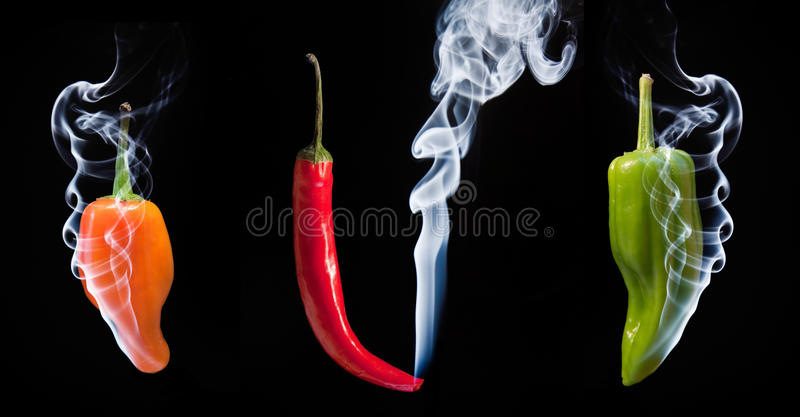 Poivrons de s/poivron chauds avec de la fumée sortant de l'extrémité image libre de droits