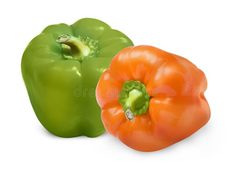 Poivrons verts et oranges d'isolement sur le blanc avec le chemin de coupure photographie stock libre de droits