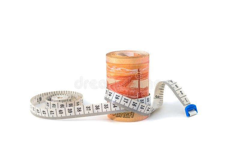 Pojęcie, rolka zawijająca z pomiarową taśmą Rosyjski pieniądze, banknoty zdjęcia stock