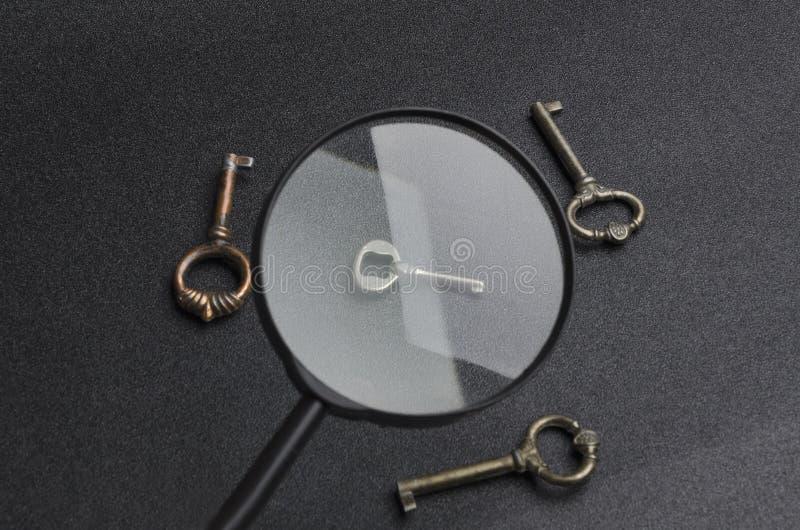 Pojęcie znalezienia dobro, bezpieczna decyzja i rozwiązuje problem Klucz jest symbolem wielki postanowienie obraz stock