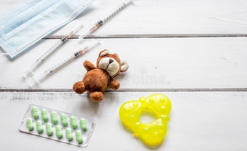 Pojęcia desktop dzieci drewnianej lekarki odgórny widok fotografia stock