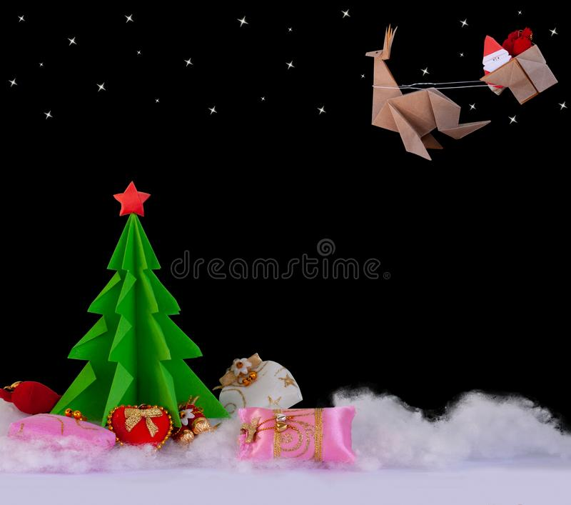 Pojęcia origami papier w choinkę, Santa krzyż, renifer świętować boże narodzenia fotografia stock