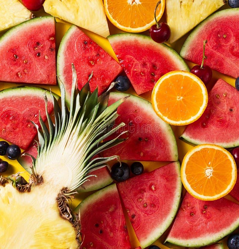 pojęcia tła ramy piasek seashells lato konceptualny Smakowity apetyczny plasterek ananas fotografia stock