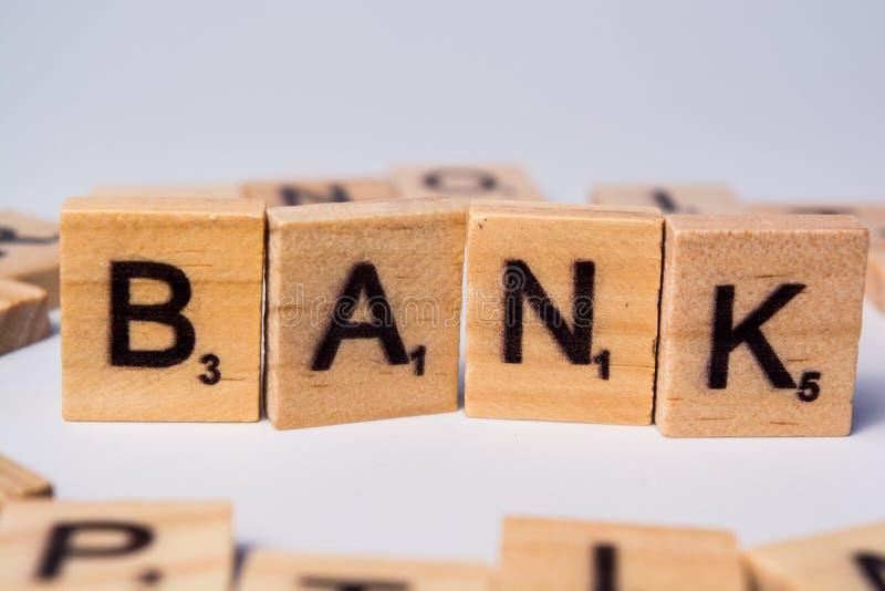 Pojęcie bank na odosobnionym tle z walut notatkami zdjęcia stock