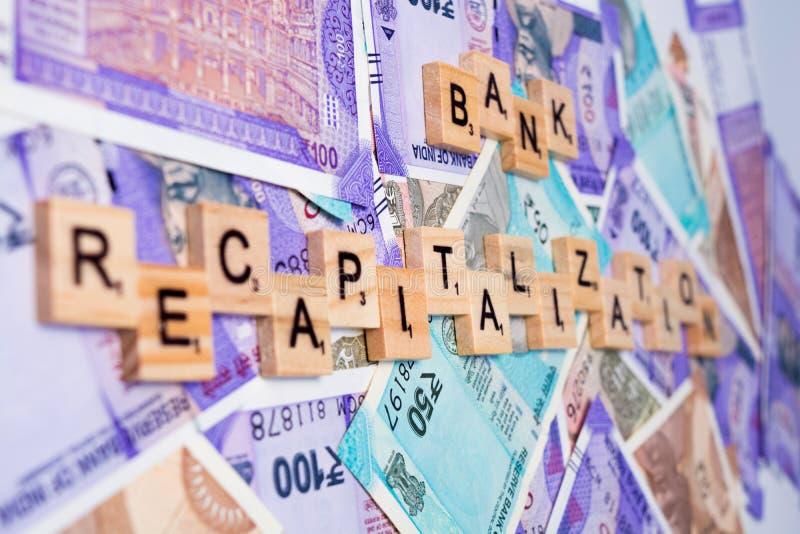 Pojęcie banka recapitalization na Indiańskich walut notatkach obrazy royalty free