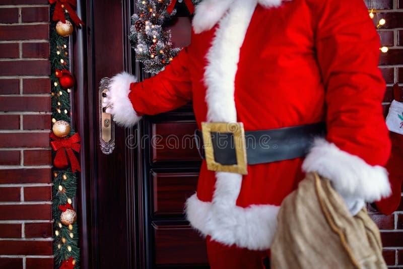Pojęcie Bożenarodzeniowy wakacje przyjeżdża Święty Mikołaj zdjęcia royalty free