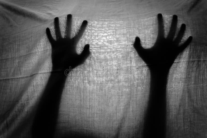 Pojęcie cień ręka za płótnem zdjęcia stock