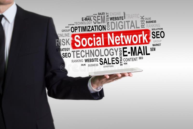 pojęcie cyfrowo wytwarzał cześć wizerunku sieci res socjalny Mężczyzna trzyma pastylkę komputerowa obraz stock
