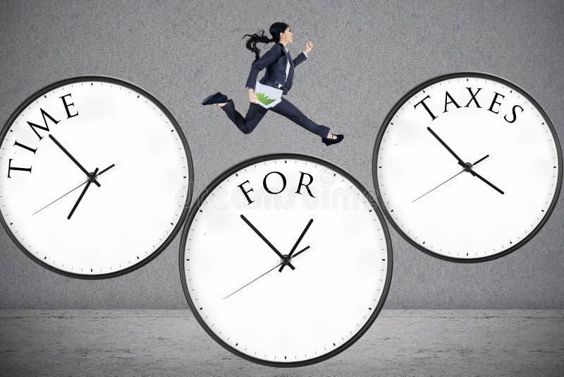 Pojęcie czas dla podatków zdjęcie stock