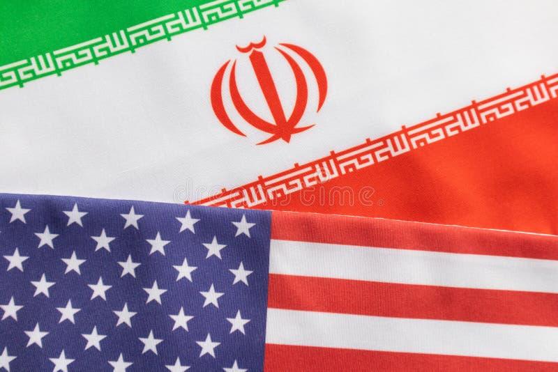 Pojęcie dwustronni stosunki USA i Iran pokazuje z flagą obraz royalty free