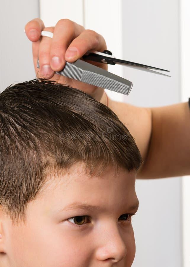 Pojęcie elegancki ostrzyżenie dziecko praca fryzjer obraz royalty free