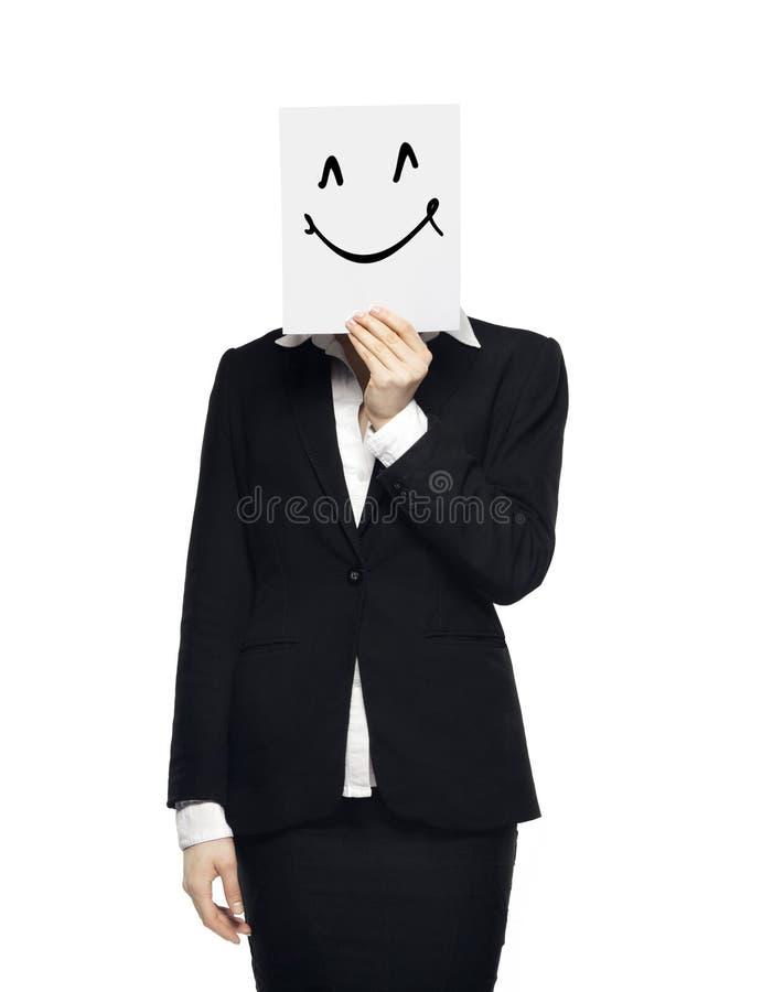 Pojęcie fotografia, biznesowej kobiety mienia karta z uśmiechu znakiem, odizolowywającym na białym tle zdjęcia royalty free