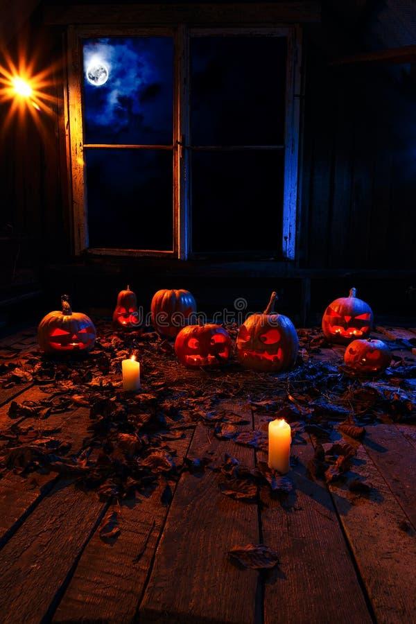Pojęcie Halloween Mnóstwo świecące złe straszne banie, obrazy stock