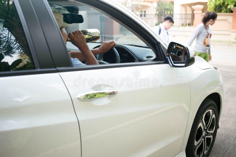 Pojęcie na pić i kierowca przyczynie wypadek obraz stock