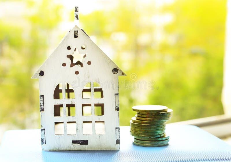 Pojęcie obrazek na pieniądze, kredyt dla nowego budownictwa mieszkaniowego zdjęcie stock