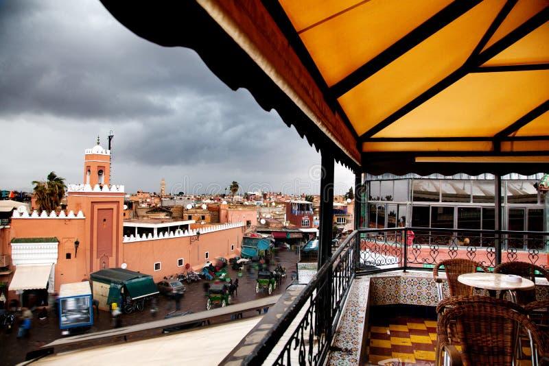 Pojęcie podróż dookoła świata Kawiarnia w rynku Jamaa el Fna, Marrakech, Maroko, afryka pólnocna zdjęcie royalty free