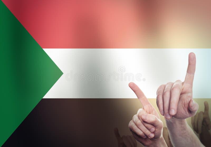 Pojęcie polityczna rewolucja w Sudan Ludzie protestów i podnoszą ich ręki w górę fotografia royalty free