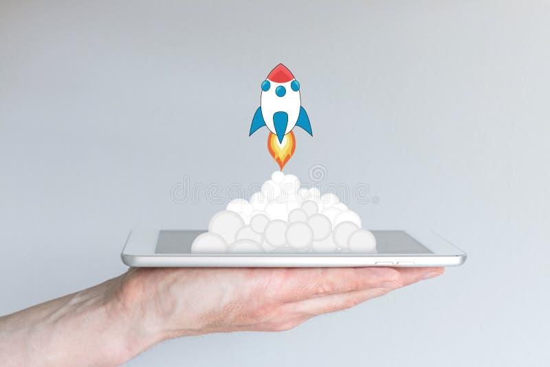 Pojęcie pomyślny przenośni komputery biznes lub strategia, e g dla app rozwoju lub biznesowych rozpoczęć obrazy royalty free