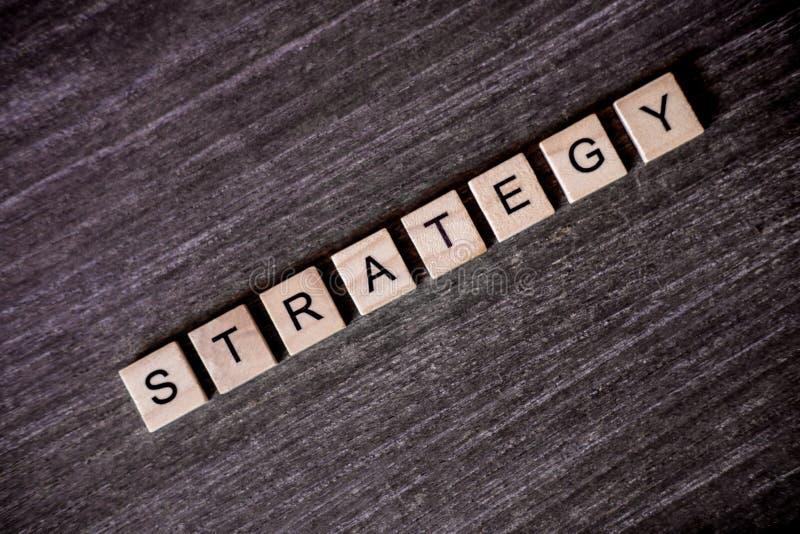 Pojęcie przedstawiający crossword z słowo strategią z drewnianym c obraz stock