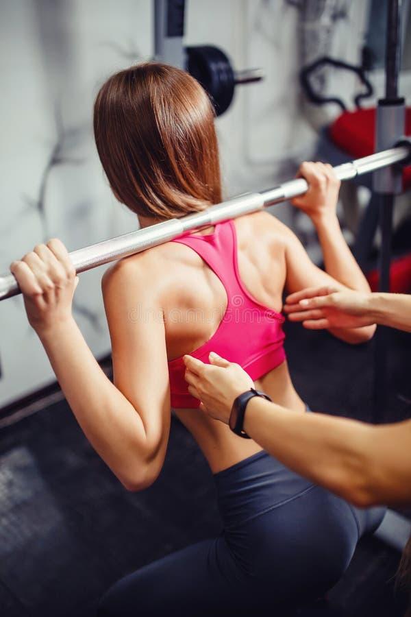 Pojęcie sprawność fizyczna, weightlifting zdjęcie stock