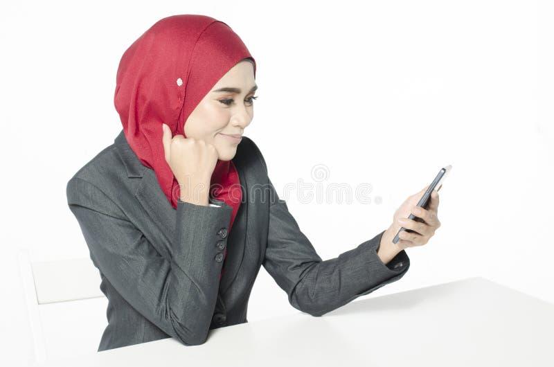 Pojęcie technologia i komunikacja Portret młoda kobieta zdjęcie stock