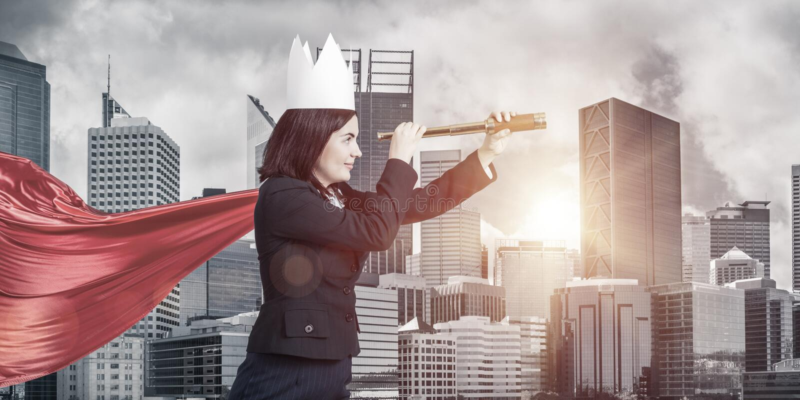 Pojęcie władza i sukces z bizneswomanu bohaterem w dużym fotografia royalty free