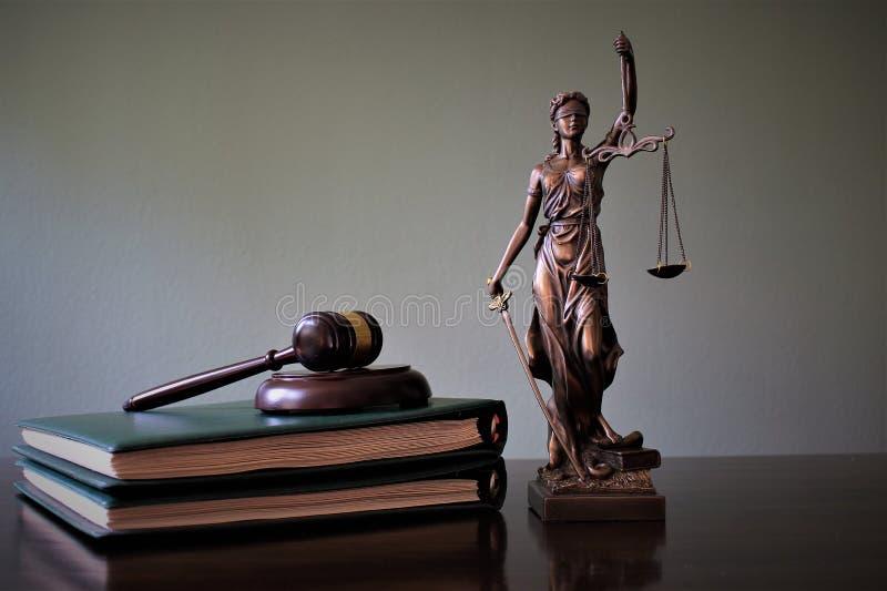 Pojęcie wizerunek justitia - sprawiedliwości statua, prawnik obrazy stock
