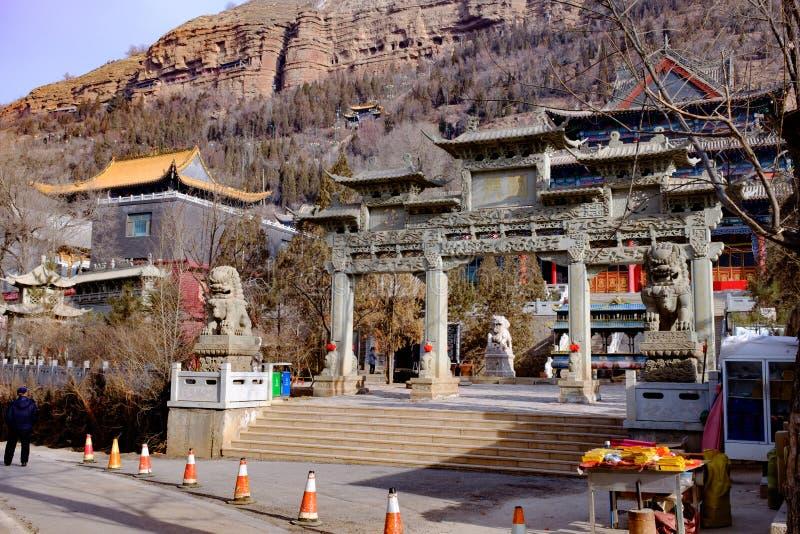 Pojęcie Xining miasto w Qinghai prowinci beishan tulou, także znać jako północny yamadera obrazy stock