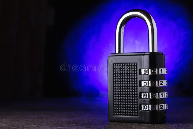 Pojęcie zamknięcie, ochrona Technologii blockchain, utajnianie ruch w internecie Hasło ochrona niebieska tła zdjęcie royalty free
