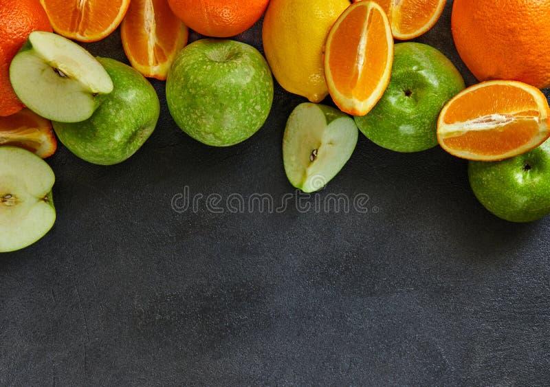 Pojęcie zdrowy łasowanie, świeży cytrus i jabłka, zdjęcia royalty free