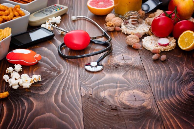 Pojęcie zdrowy i niezdrowy styl życia zdjęcia stock
