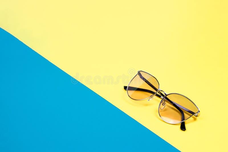 Poj?cie wakacje Odg?rny widok na okulary przeciws?oneczni zdjęcie stock