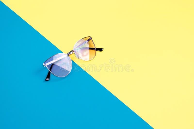 Poj?cie wakacje Odg?rny widok na okulary przeciws?oneczni zdjęcie royalty free
