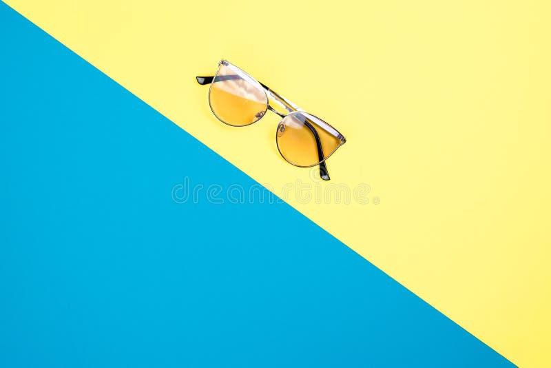 Poj?cie wakacje Odg?rny widok na okulary przeciws?oneczni fotografia royalty free