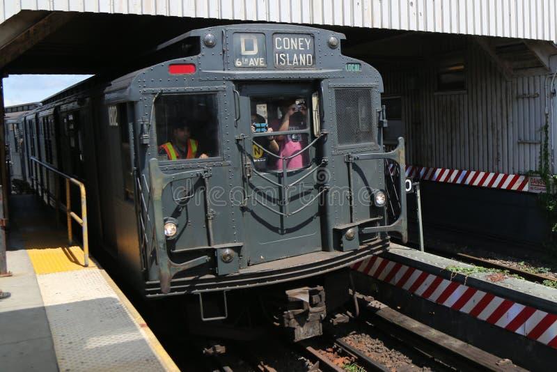 Pojazd metra w Brighton Beach Station w Brooklynie, Nowy Jork obraz stock