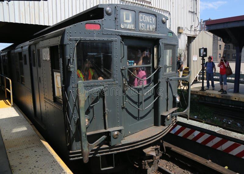 Pojazd metra w Brighton Beach Station w Brooklynie, Nowy Jork obraz royalty free