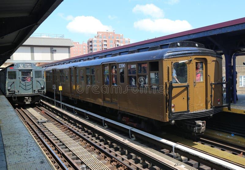 Pojazd metra w Brighton Beach Station w Brooklynie, Nowy Jork zdjęcie royalty free