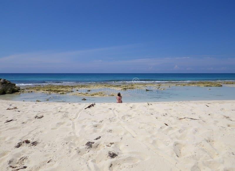 Pojedyncza osoba na plaży zdjęcie stock