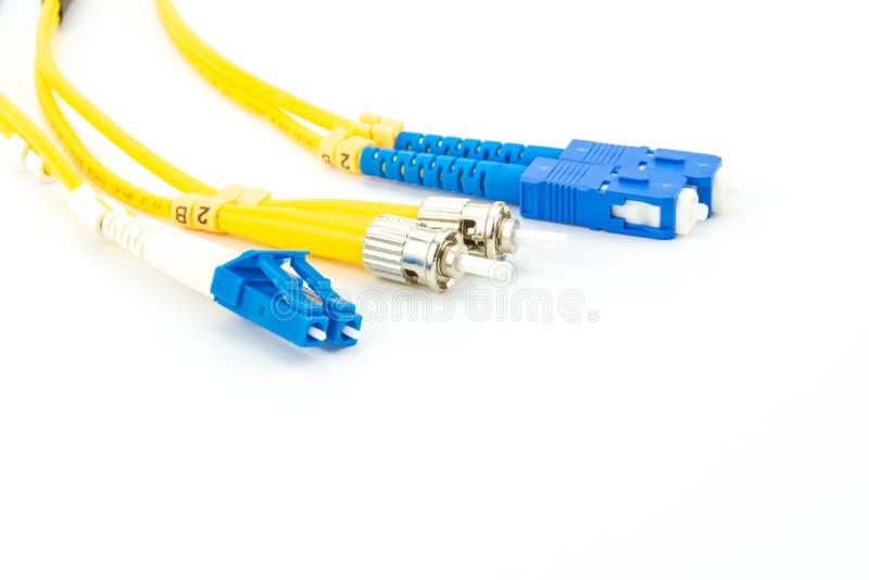 Pojedynczego trybu włókno światłowodowe depeszuje łata sznur z LC, SC i ST włącznika typ, fotografia royalty free