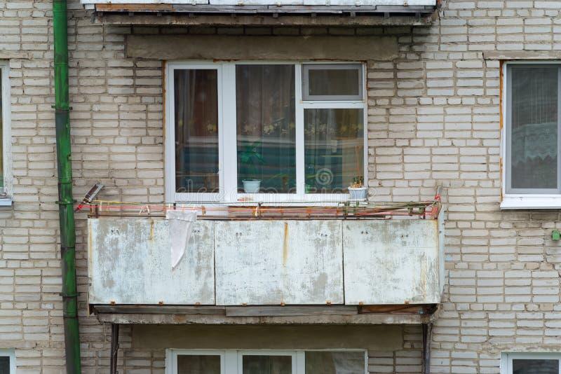 Pojedynczy stary balkon mieszkanie dom fotografia stock