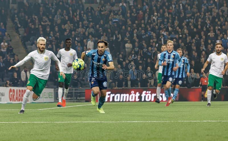 Pojedynek między Kevin piechurem Sandberg przy Szwedzkiej piłki nożnej filiżanki kwartalnymi finałami między Djurgarden vs Hammar obrazy royalty free